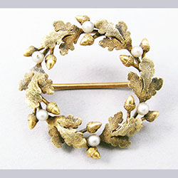 Krementz 14k Gold and Pearl Oak Wreath Pin Front
