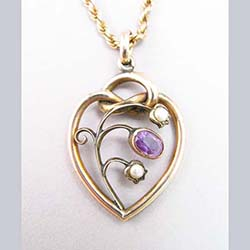 Amethyst and Pearl 9ct Gold Pendant Front